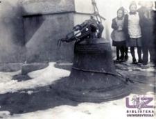 Demontaż dzwonu w kościele w Nowej Wsi