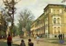 Zielona Góra; Aleja Niepodległości; z prawej Muzeum Ziemi Lubuskiej