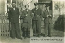 Jan Pańczyszyn, syn Piotra, z kolegami - fotografia