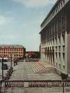 Zielona Góra; Gmach KW PZPR, w głębi Szkoła Ogólnokształcąca; The seat of the Voyevodship Committee of the Polish United Workers Party, with the primary and secondary school in the background